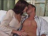 Film X Gratuit Il saute belle maman dans son salon ! offert par Porn4You