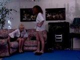 Film X Gratuit Une vieille brouteuse initie une jeunette au sexe lesbien offert par Porn4You