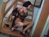 La video X La pauvre, elle est seule chez elle, alors qu'elle mouille est similaire a celle-ci