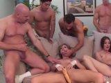 La video X Deux pétasses organisent une orgie est similaire a celle-ci