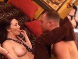 La video X Une femme mature baise avec un vendeur est similaire a celle-ci